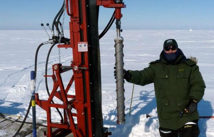 As part of the Next-Generation Ecosystem Experiments Arctic project, scientists use a hydraulic rig to extract soil samples from the frozen soil in Utqiaġvik, Alaska.