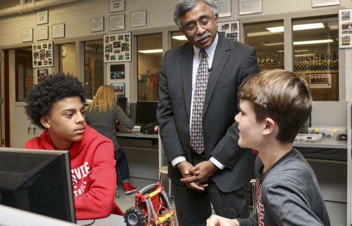 ORNL Director Thomas Zacharia visited with Robertsville Middle School's STEM class.