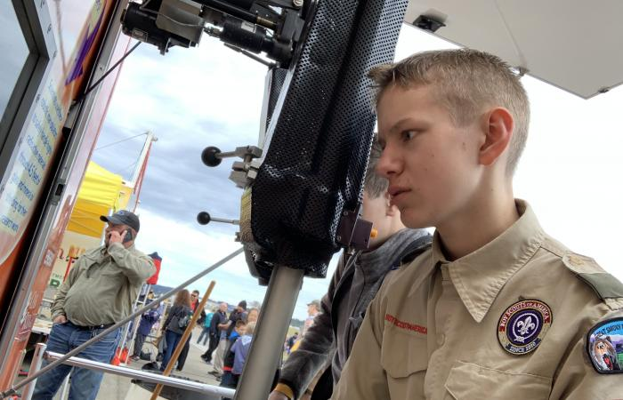 "Noah Bodiford, 13, of Troop 506 in Halls was one of many scouts attempting to pick up wooden blocks with robotic maniuplators. ""These are pretty cool,"" he said."
