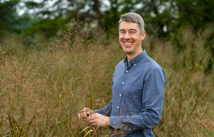 Environmental scientist John Field uses ecosystem models to analyze sustainable methods for growing crops such as switchgrass. Credit: Carlos Jones/ORNL, U.S. Dept. of Energy