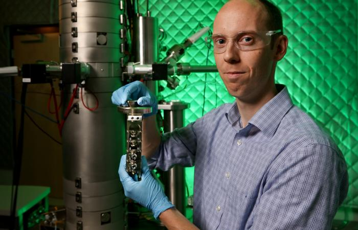 Study reveals exactly how low-cost fuel cell catalysts work   ORNL