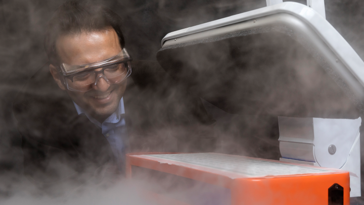 ORNL's ultrasonic drying technology uses high-frequency vibrations rather than heat to dry materials, turning water into a mist. Ayyoub Momen (pictured) led the development. Credit: Carlos Jones/Oak Ridge National Laboratory, U.S. Dept. of Energy