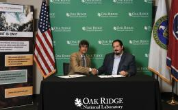 ORNL Director Thom Mason (left) and Thomas Roberts of Oddello Industries LLC sign a research and development agreement.